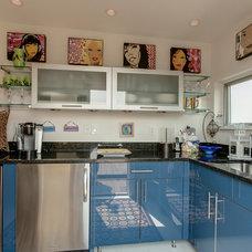 Contemporary Kitchen by Abitare Design Studio, LLC
