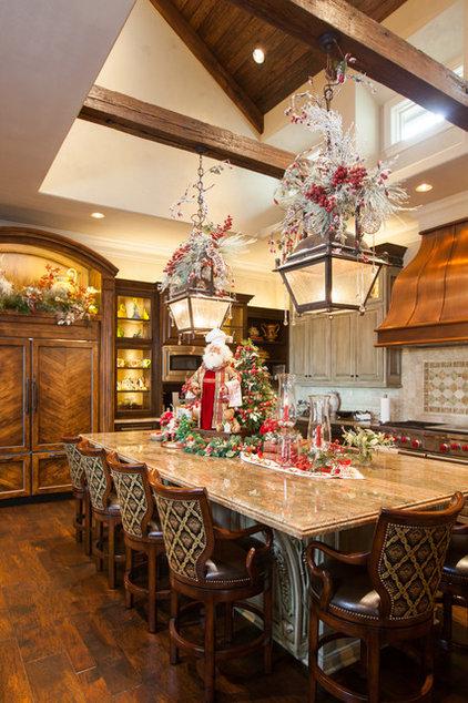 Traditional Kitchen by Regina Gust Designs