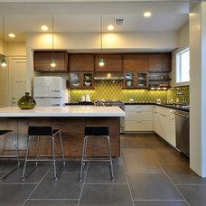 Contemporary Kitchen by DeWitt Architects