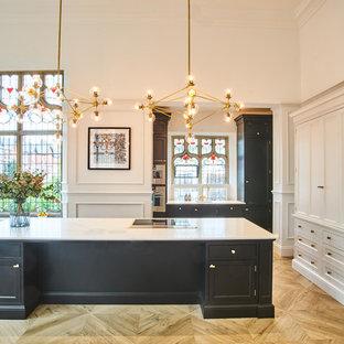 Idee per una grande cucina abitabile minimal con lavello sottopiano, ante a filo, ante nere, top in quarzo composito, elettrodomestici in acciaio inossidabile, pavimento in gres porcellanato, isola e top giallo