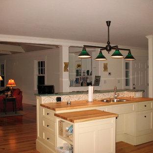 Traditional kitchen pictures - Elegant kitchen photo in Boston