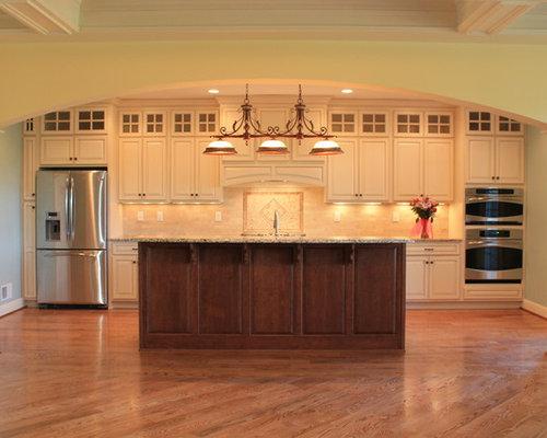 Küchen mit Küchenrückwand aus Mosaikfliesen und Arbeitsplatte aus ...