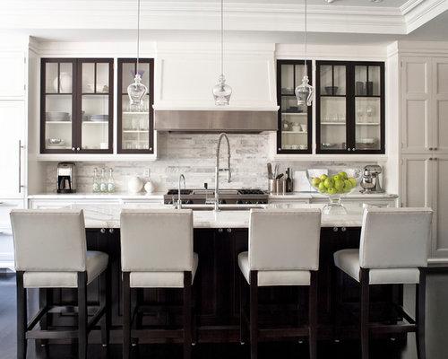 cuisine avec un placard porte vitr e photos et id es d co de cuisines. Black Bedroom Furniture Sets. Home Design Ideas