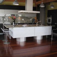 Modern Kitchen by anna O design