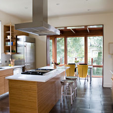 Contemporary Kitchen by studioWTA