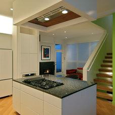 Modern Kitchen by Poolehaus Residential Design