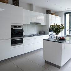 Contemporary Kitchen by Simon Whitehead Architects