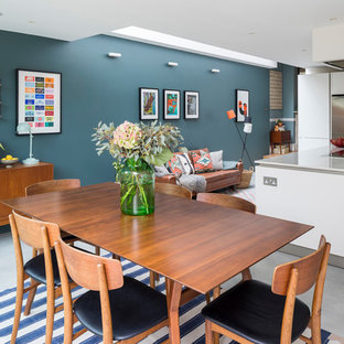 This is an example of a midcentury kitchen in London.