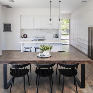Design ideas for a transitional kitchen in Perth.