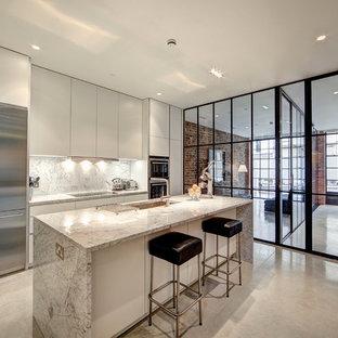 Foto på ett mellanstort industriellt parallellkök, med släta luckor, marmorbänkskiva, rostfria vitvaror, betonggolv och en köksö