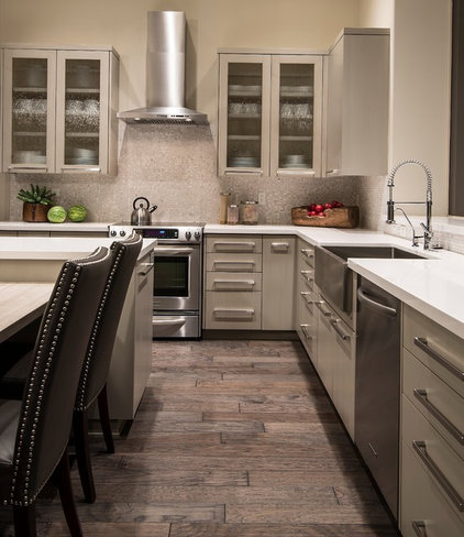 Transitional Kitchen by Identity Construction