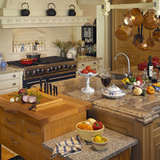 Traditional Kitchen by Joan DesCombes Kitchen Design