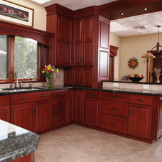 Traditional Kitchen by Custom Craft Cabinets, Inc.
