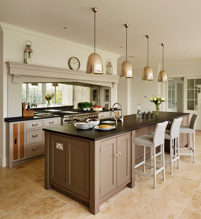Traditional Kitchen by Humphrey Munson