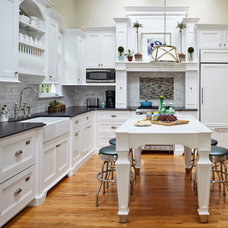 Beach Style Kitchen by Jules Duffy Designs