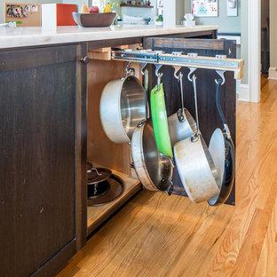 ミネアポリスの大きいインダストリアルスタイルのおしゃれなキッチン (エプロンフロントシンク、シェーカースタイル扉のキャビネット、白いキャビネット、白いキッチンパネル、シルバーの調理設備の、無垢フローリング、大理石カウンター、サブウェイタイルのキッチンパネル) の写真