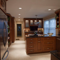 Transitional Kitchen by Dream Kitchens, Inc.