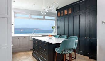 Classic Shaker Style Kitchen in Black Blue