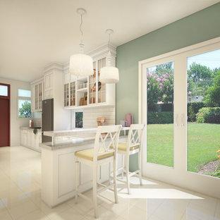 他の地域の中サイズのヴィクトリアン調のおしゃれなキッチン (ダブルシンク、ガラス扉のキャビネット、白いキャビネット、クオーツストーンカウンター、白いキッチンパネル、磁器タイルのキッチンパネル、シルバーの調理設備の、セラミックタイルの床、アイランドなし、ベージュの床) の写真