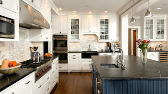 CLASSIC TWO-TONE KITCHEN