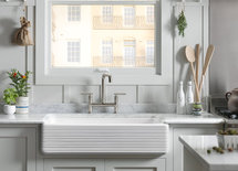 What is the brand of the farmhouse sink?