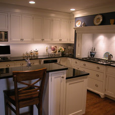 Traditional Kitchen by Signature Kitchens, Inc.