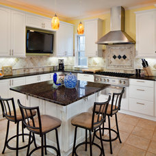 Traditional Kitchen by Cabinet Factory Outlet Plus