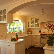 Traditional Kitchen by mark rusconi architects