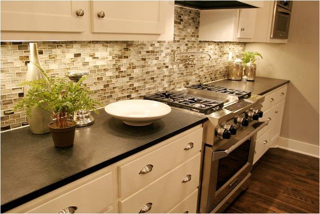 Contemporary Kitchen by Dy Lynne Décor, Inc.