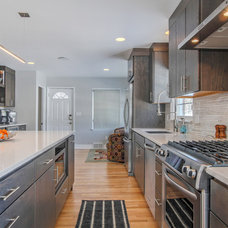 Contemporary Kitchen by Thompson Remodeling