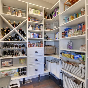 Clean & Organized Kitchen Pantry
