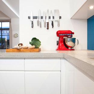 Kitchen - modern kitchen idea in London
