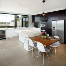 Modern Kitchen by Art of Kitchens Pty Ltd