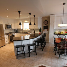 Traditional Kitchen by Classic Kitchens & Renovations Ltd.