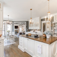 Traditional Kitchen by Arborwoods Manor