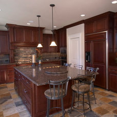 Traditional Kitchen by Stackman Custom Homes Inc.