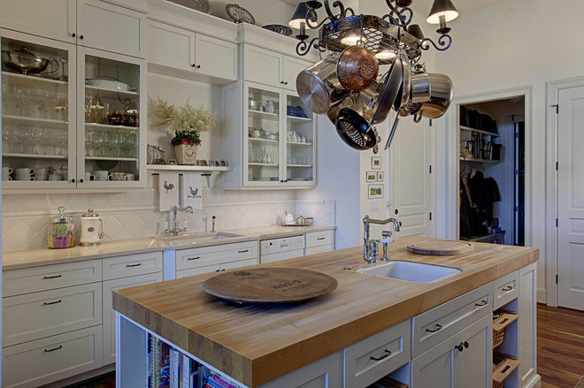 Traditional Kitchen by DME Construction