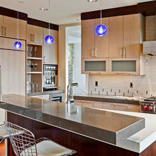 Contemporary Kitchen by 4D Architects