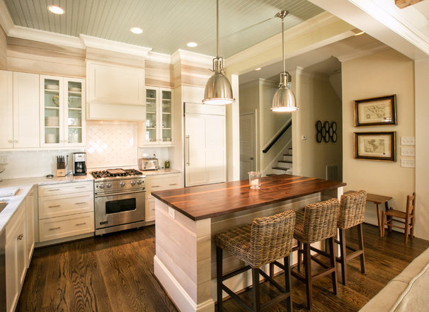 Beach Style Kitchen by Dempsey Hodges Construction
