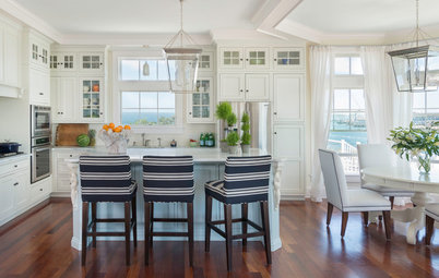 10 Ideas for a Breezy Coastal Kitchen