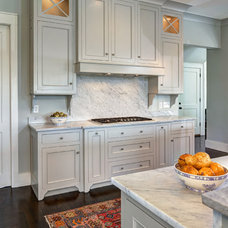 Beach Style Kitchen by William Quarles Photography