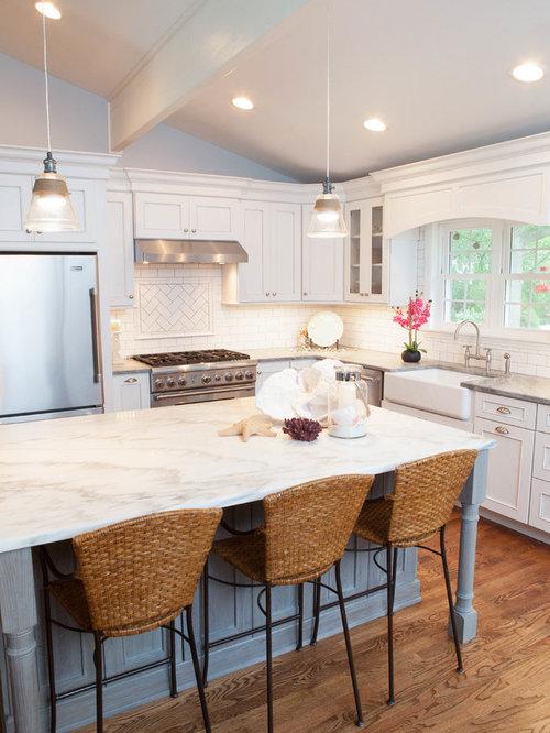 Tri level home kitchen design ideas remodels photos for Tri level kitchen remodel