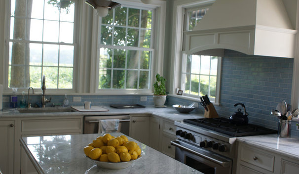 Traditional Kitchen by kellydesigns
