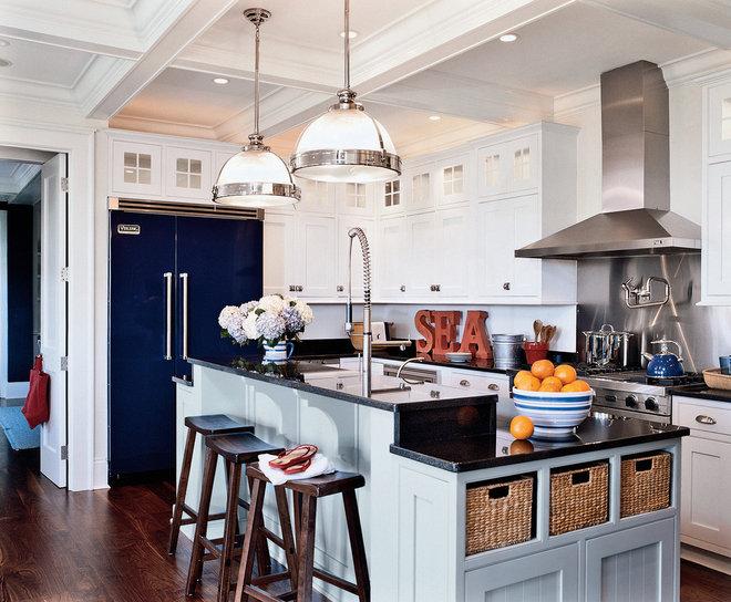 Beach Style Kitchen by Marcus Gleysteen Architects