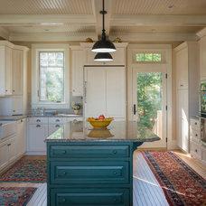 Traditional Kitchen by PKsurroundings