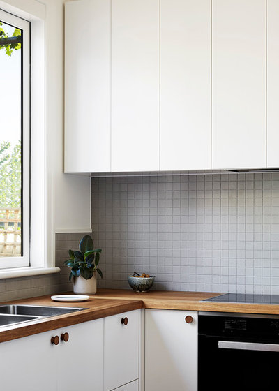 Contemporary Kitchen by Lisa Breeze Architect