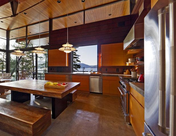 Modern Kitchen by Uptic Studios