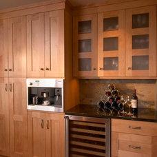 Traditional Kitchen by International Kitchens