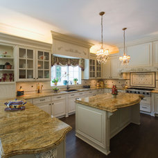 Traditional Kitchen by In-Site Interior Design