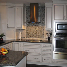 Traditional Kitchen by Designer's Choice Interiors